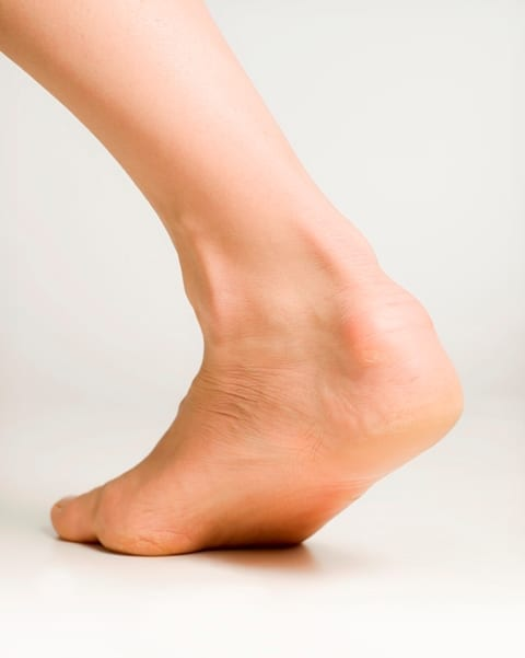 EFFECTS OF A PROXIMAL OR DISTAL TIBIOFIBULAR JOINT MANIPULATION ON ANKLE RANGE OF MOTION AND FUNCTIONAL OUTCOMES IN INDIVIDUALS WITH CHRONIC ANKLE INSTABILITY